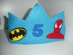 Corona de cumpleaños en fieltro, Batman y Spiderman.