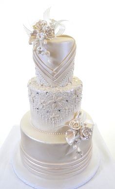 Three sparkling white round tiers form an achromatic tower which is then decked out in splendiferous pintucks encircling the bottom layer, and forming (Round Cake Design) Amazing Wedding Cakes, White Wedding Cakes, Elegant Wedding Cakes, Elegant Cakes, Wedding Cake Designs, Lace Wedding, Purple Wedding, Amazing Cakes, Wedding Dress