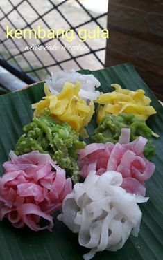 Indonesian Desserts, Asian Desserts, Indonesian Food, Mini Desserts, Snacks, Snack Recipes, Vegan Junk Food, Vegan Sushi, Traditional Cakes