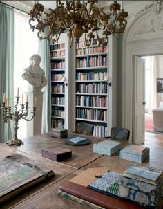 Paris apartments and interior design inspiration selected by HomeToday. French Interior, Home Interior Design, Interior Architecture, Interior And Exterior, Interior Decorating, Parisian Apartment, Paris Apartments, Style Salon, Home Libraries