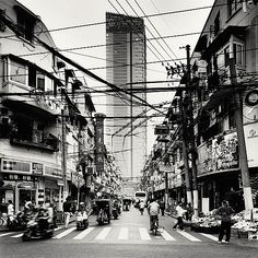 This photo series was taken back in 2010 by the Polish photographer Marvin Stavars. Shanghai is the largest city of China by population. A complete concrete jungle that you are able to experience by these photos, and get a feeling of how massive everything is. Enjoy!