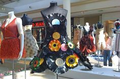 Wearable Art: Upcycling Records: Thought about doing this but just didn't know how to go about it....now I know!