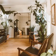 7 Apartment Decorating and Small Living Room Ideas Small Space Living Room, Small Apartment Living, Small Room Design, Living Room Mirrors, Small Apartment Decorating, Living Room Grey, Living Room Modern, Small Apartments, Living Room Interior