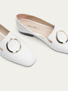 Fall Winter 2017 Women´s WHITE LEATHER LOAFERS WITH RING DETAIL at Massimo Dutti for 89.95. Effortless elegance!