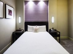 NH Kensington: http://www.nh-hotels.com/nh/en/hotels/united-kingdom/london/nh-kensington.html?soc=10689&nhagentid=12050&nhsubagentid=120506320689