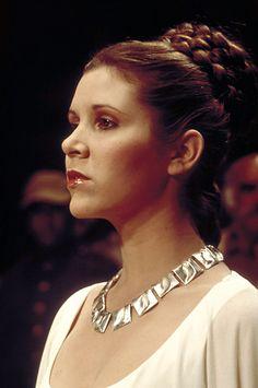 Carrie Fisher as Princess Leia in Star Wars Episode IV A New Hope Carrie Fisher, Film Star Wars, Star Wars Art, Star Trek, Leia Star Wars, Stargate, Star Wars Trajes, Star Wars Brasil, Alec Guinness
