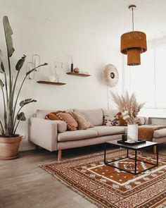 #FONQINHUIS   Zo staat fonQ bij anderen in huis! Laat je inspireren door het mooie interieur van onze klanten. Neem een kijkje in het prachtige interieur van @styledbymarit. De kap gemaakt van bamboe zorgt voor een leuk lichteffect. Geef jouw huis ook wat fonQ! #interieurinspiratie #verlichting #wandlamp #binnenkijken #fonQnl Boho Living Room, Home And Living, Room Interior, Home Interior Design, Living Room Decor Inspiration, Home And Deco, Home Decor Furniture, Bedroom Decor, Decoration