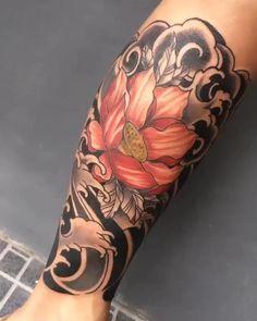 Artistic Lotus Flower Tattoo on the Arm Thai Tattoo, Pez Koi Tattoo, Side Tattoos, Cover Up Tattoos, Small Tattoos, Tattoos For Guys, Irezumi Tattoos, Tebori Tattoo, Japanese Tattoo Symbols
