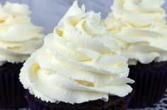 The Best Whipped Cream Frosting - light and airy and delicious and it tastes just like Whipped Cream. But unlike regular Whipping Cream, this frosting holds its shape, lasts for days and can be used t Frost Cupcakes, Fondant Cupcakes, Cupcake Frosting, Cake Icing, Cupcake Cakes, Buttercream Fondant, Cupcake Toppers, Whipped Icing Recipes, Whipped Cream Icing