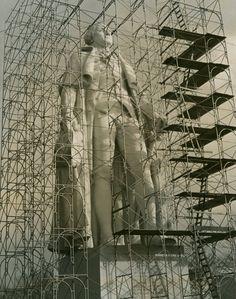 Escultura de George Washington cubierta de #andamios en la Feria de Nueva York de 1940