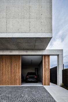 The Mermaid Beach Residence by BE Architecture in Queensland, Australia is a contemporary home with exposed concrete and wood details. Facade Design, Exterior Design, House Design, Contemporary Architecture, Interior Architecture, Futuristic Architecture, Prairie House, Mermaid Beach, Exposed Concrete