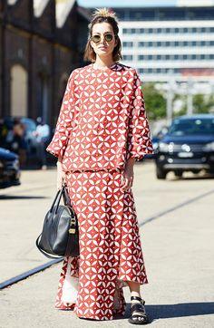 Gianluca senese for stockholm street style indonesia fashion week, trending Indonesia Fashion Week, Givenchy, Belle Silhouette, Look 2018, Trending Sunglasses, Round Sunglasses, Stockholm Street Style, Batik Dress, Kimono