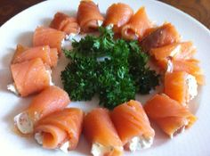 Een heerlijke recept voor een voedselzandloper snack: zalm met een likje roomkaas. Tapas, Healthy Snacks, Healthy Recipes, Sandwiches, Snacks Für Party, Clean Recipes, High Tea, Appetizer Recipes, Appetizers
