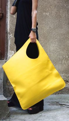 NEW yellow black genuine leather bag qualitative from Aakasha .- NEW gelb schwarz echtes Leder Tasche qualitativ von Aakasha auf Etsy NEW yellow black genuine leather bag qualitatively from Aakasha on Etsy - Big Bags, Large Bags, Women's Bags, Bags 2017, Beautiful Bags, Fashion Bags, 80s Fashion, Modest Fashion, Purses And Bags