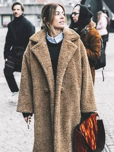 Teddy coat — Cold Weather Outfit Combos that Still Sizzle Dior Haute Couture, Couture Week, Couture Fashion, Winter Fashion Casual, Autumn Winter Fashion, Casual Winter, Look Fashion, Trendy Fashion, Fashion Fall