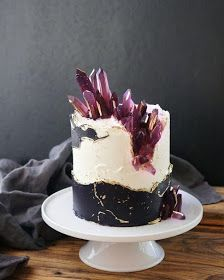 K'Mich Weddings - wedding planning - wedding cake ideas - abstract cake with. - Fault Line Cake - Torten Gorgeous Cakes, Pretty Cakes, Cute Cakes, Amazing Cakes, Bolo Geode, Geode Cake, Fancy Cakes, Mini Cakes, Cupcake Cakes