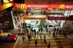 American's don't visit fast food chains the most.Hong Kong actually ranks number one — with 61 percent of the population visiting a fast food chain at least once per week. America came in eighth — with 35 percent claiming to eat fast food once per week or more.