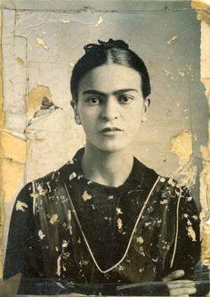 Frida Kahlo…                                                       …