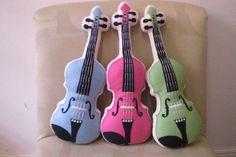 almofadas de feltro em formato de violino