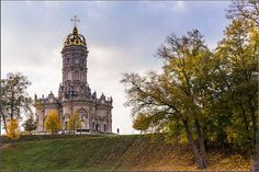 Church of Our Lady (Znamenskaya) in Dubrovitsy · Russia Travel Blog Russian Architecture, Unique Architecture, Church Of Our Lady, White Stone, Big Ben, Notre Dame, City, Building, Blog