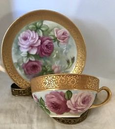 Limoges Roses Handpainted Gold Encrusted Guild Tea Cup And Saucer, You can enjoy morning meal or various time periods applying tea cups. Tea cups likewise have ornamental features. When you go through the tea cup models, you will dsicover this clearly. China Cups And Saucers, China Tea Cups, Teapots And Cups, Antique Tea Cups, Vintage Teacups, Café Chocolate, Rose Tea, China Patterns, Tea Cup Saucer