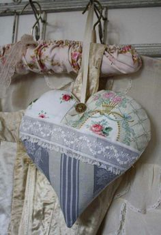 muito bonito..patch heart with lace...nicely done!!!