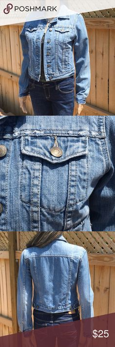A &E LIGHTLY DISTRESSED JEAN JACKET American Eagle distressed A&E jean jacket. Button front and cuffs, contrast designed fabric under cuffs and inside back. 100% Cotton. Like new American Eagle Outfitters Jackets & Coats Jean Jackets