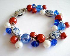 Delfts blauw keramiek tulp armband gemaakt in Holland. Rood wit blauw Nederlandse vlag armband. Linnepin010-etsy.com