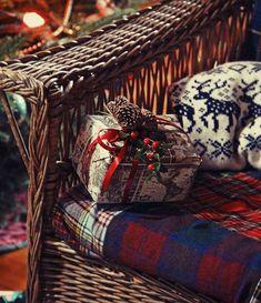 "christmas-merry-and-bright: ""🎄❄️ Christmas Winter Dreamin ❄️🎄 "" Tartan Christmas, Cabin Christmas, Noel Christmas, Country Christmas, White Christmas, Western Christmas, Magical Christmas, Christmas Stuff, Beautiful Christmas"
