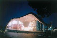 歴史ある町並みを彩る構造から導き出した曲面屋根――北方町生涯学習センターきらり・岐阜県建築情報センター