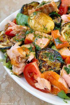 Maaltijdsalade met zalm en honing-mosterd dressing 3 Fish Recipes, Seafood Recipes, Salad Recipes, Cooking Recipes, Healthy Recipes, I Love Food, Good Food, Soup And Salad, Food Inspiration