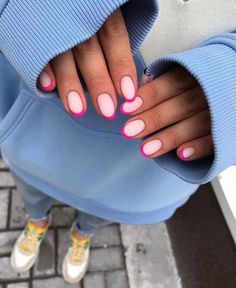 Fashionable Outfits Minimalist Nails, Nail Swag, Oval Nails, Matte Nails, Shellac Nails, Nail Manicure, Pink Tip Nails, Oval Nail Art, Funky Nail Art