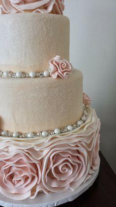 Beautiful cake decorating Visit us @ http://www.myworld.hub7.info/cd/cake-decor-ideas-50 for more cake decor ideas.