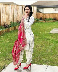 Dpz for girls Patiala Salwar, Patiala Dress, Punjabi Salwar Suits, Pakistani Dresses, Anarkali, Saree Dress, Punjabi Dress, Salwar Designs, Patiala Suit Designs