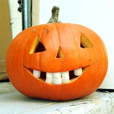 FUNNY Marshmallow Teeth Jacko-Lanterns any kid can do. This was the easiest crafty pumpkin ever!