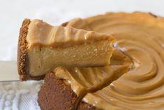 Prăjitură cu brânză și dulce de leche - Adi Hădean Eat Dessert First, Peanut Butter, Caramel, Cheesecake, Sweets, Desserts, Food, Life, Dulce De Leche