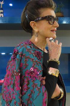 Brilho de dia, pode? Direto da semana de moda, Costanza Pascolato com jaqueta Patricia Bonaldi Chic - Gloria Kalil: Moda, Beleza, Cultura e Comportamento