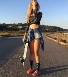 Michelle Assis l @mibrassis #skateboard_girl_style