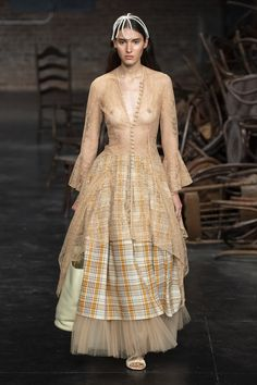 Khaite Spring 2020 Ready-to-Wear Fashion Show - Vogue Fashion Oops, Fashion Week, Fashion 2020, Runway Fashion, Fashion Models, Fashion Outfits, Transparent Clothes, Modelos Fashion, Anna Wintour