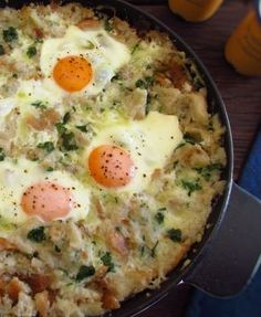 Portuguese migas (crumbs) with poached eggs Chef Recipes, Egg Recipes, Great Recipes, Vegetarian Recipes, Healthy Recipes, I Love Food, Good Food, Yummy Food, Confort Food
