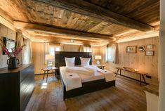 Ferienhaus Steiermark mit Pool und Sauna Kleiner Pool Design, Agricultural Buildings, Villa, Hotel Interiors, Pool Designs, Bungalow, Tiny House, Barn, House Styles
