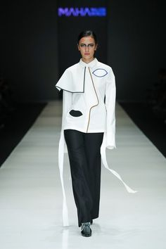 Major Minor | Ready-to-Wear - Spring 2018 | Look 1 Jakarta Fashion Week, Spring Outfits Women, Black N White, Ready To Wear, Runway, Normcore, Clothes For Women, Lady, How To Wear