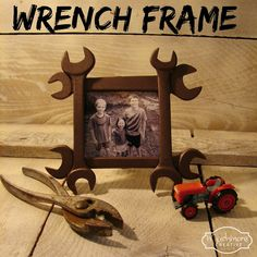 I wanted something a little unusual for Father's Day this year, so I came up with a rustic wrench frame. What you will need: 4 Wre. Homemade Gifts, Diy Gifts, Homemade Picture Frames, Craft Projects, Projects To Try, Fathers Day Crafts, Diy Frame, Frame Crafts, Fun Crafts