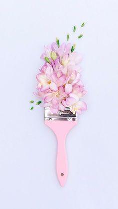 Ohrringe Der Frauen - beautiful pink paint brush with floral arrangement flatlay, flatlay inspiration,. Frühling Wallpaper, Trendy Wallpaper, Pastel Wallpaper, Flower Wallpaper, Cute Wallpapers, Wallpaper Backgrounds, Deco Floral, Arte Floral, Pink Photography