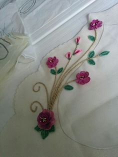 İgne oyasi salon takimii Needle Lace, Elsa, Wreaths, Embroidery, Doll, Google, Decorative Towels, Bathroom Sets, Embroidery Designs