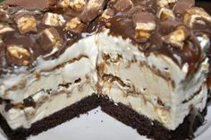 Tort inghetata Snickers — Alina's Cuisine Romanian Desserts, Cake Recipes, Dessert Recipes, Eating Organic, Love Cake, Something Sweet, Sweet Treats, Sweets, Food And Drink