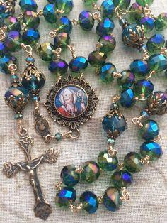 Praying The Rosary, Holy Rosary, Rosary Catholic, Rosary Beads, Prayer Beads, Celtic Knot Designs, Meditation Prayer, Rosaries, Religious Jewelry