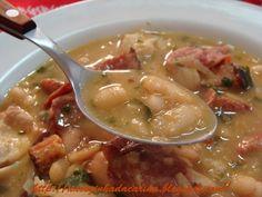 Receita de Feijão Branco - 1 envelope de tempero pronto sabor carne, salsinha, cebolinha e manjericão picados a gosto, 1 cebola grande picadinha, 8 dentes d...