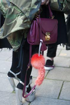 Fai giocare i colori fluo con quelli degli accessori  -cosmopolitan.it
