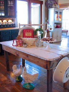 Red and white kitchen display. Chickens. Warm Pie Happy Home | Sugar Pie Farmhouse